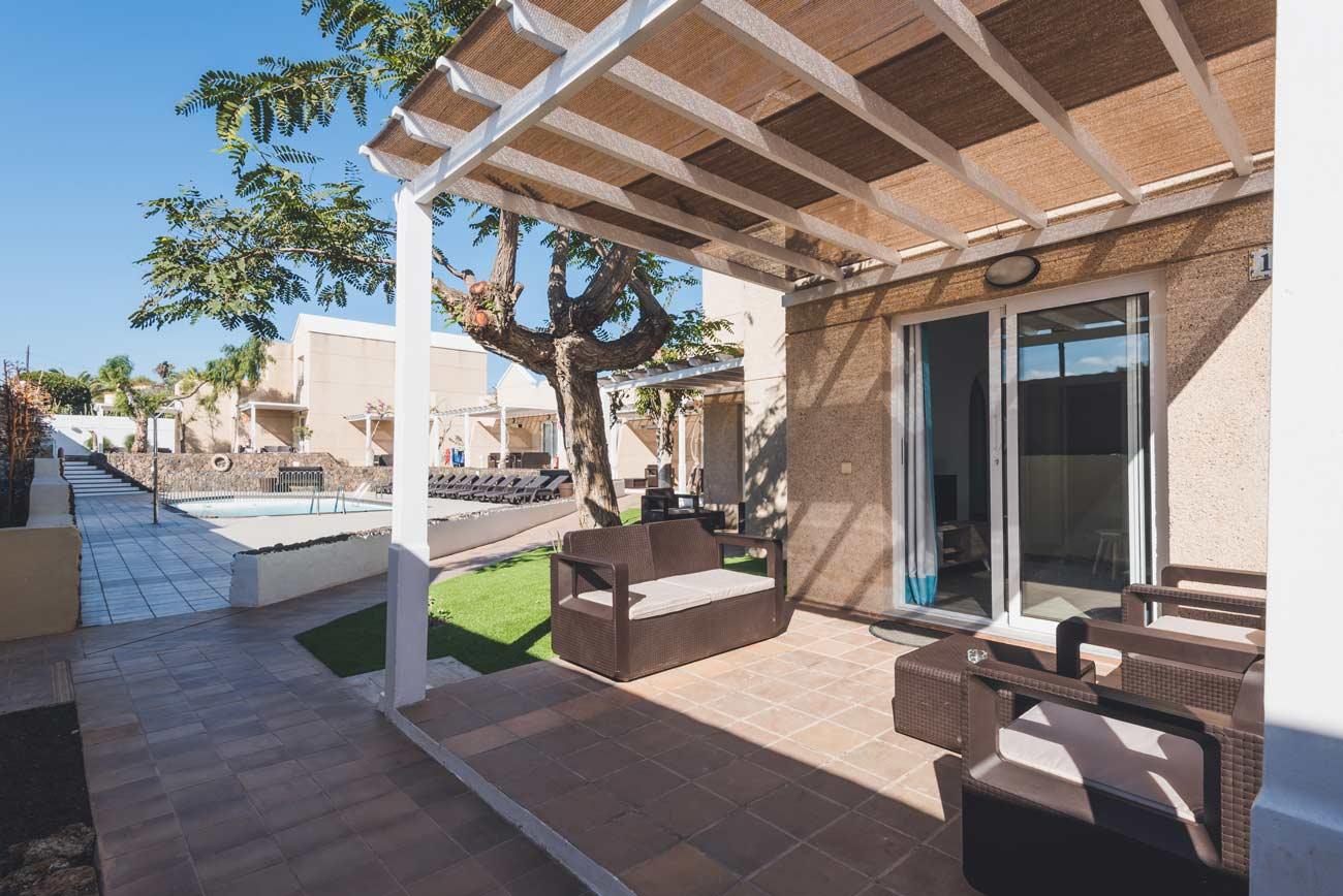 apartamentos-en-corralejo-pool-view