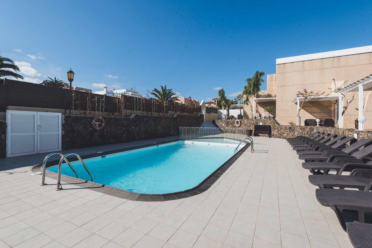 apartamentos-en-corralejo-pool